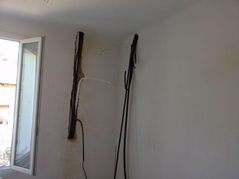 tuyaux de climatisation r versible encastr s dans un mur aubagne installation climatisation. Black Bedroom Furniture Sets. Home Design Ideas